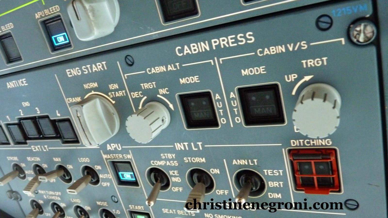 A380%2Bcockpit%2Binstruments.JPG