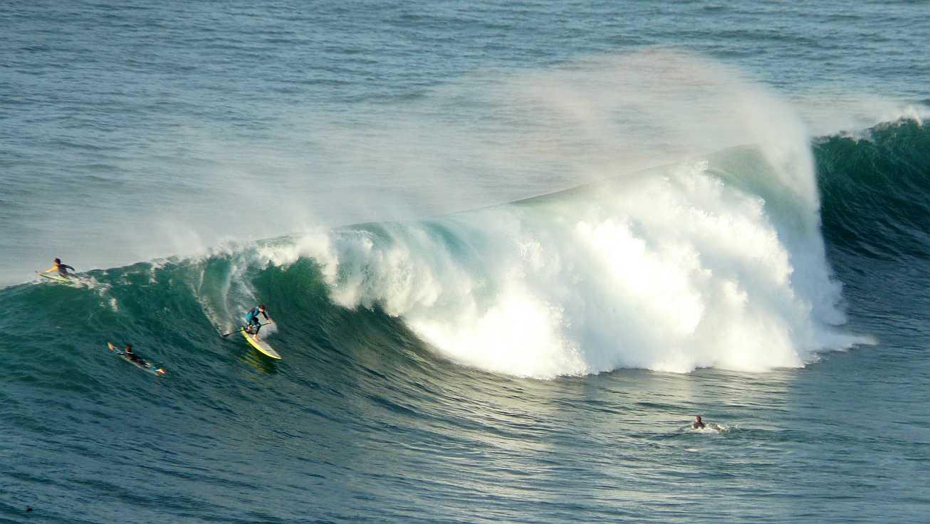 surf olas grandes menakoz 17