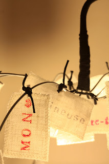 peint à la main - lampe KUB - design -lampe - deco - aix en provence - creation- fait main - made in france - luminaire - luminaires - à poser - à suspendre - lin- toile de jute - PcM - pcm - lampe de couleur - eco design - matières naturelles - matériaux recyclés - pièces uniques - petites séries - décoration - artisanat - baladeuse - lampe POM - cintre - bonbonne d'eau - recyclage - pom - cordon textile - lampe fruit - drapée - amidonné - amidon - textile - fibre végétale - rayures - bonbon – provence – cintres de pressing – brode – couds – couture – broder – souder – soude – dessin de modèles – créations – fabrication française – produits locaux – exposition – peinture à l'eau – tissu – lampe textile – cousu main – 100 % fait main – pascale marquier – modèle unique - vignette lin - lampe personnalisable - personnalisable - at home - à faire chez soi - modèle évolutif – vignette amovible - homologation – norme CE – homologuée – sac -  fluocompacte – fluo compacte – lampe texte  -  cadeau mariage – cadeau anniversaire