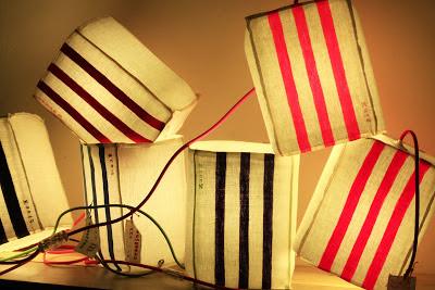 peint à la main - lampe KUB - design -lampe - deco - aix en provence - creation- fait main - made in france - luminaire - luminaires - à poser - à suspendre - lin- toile de jute - PcM - pcm - lampe de couleur - eco design - matières naturelles - matériaux recyclés - pièces uniques - petites séries - décoration - artisanat - baladeuse - lampe POM - cintre - bonbonne d'eau - recyclage - pom - cordon textile - lampe fruit - drapée - amidonné - amidon - textile - fibre végétale - rayures - bonbon – provence – cintres de pressing – brode – couds – couture – broder – souder – soude – dessin de modèles – créations – fabrication française – produits locaux – exposition – peinture à l'eau – tissu – lampe textile – cousu main – 100 % fait main