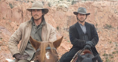 Christian Bale and Russell Crowe on horseback in 3:10 To Yuma (2007)