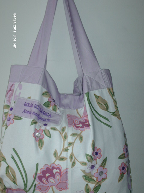 Bolsa de tecido floral.
