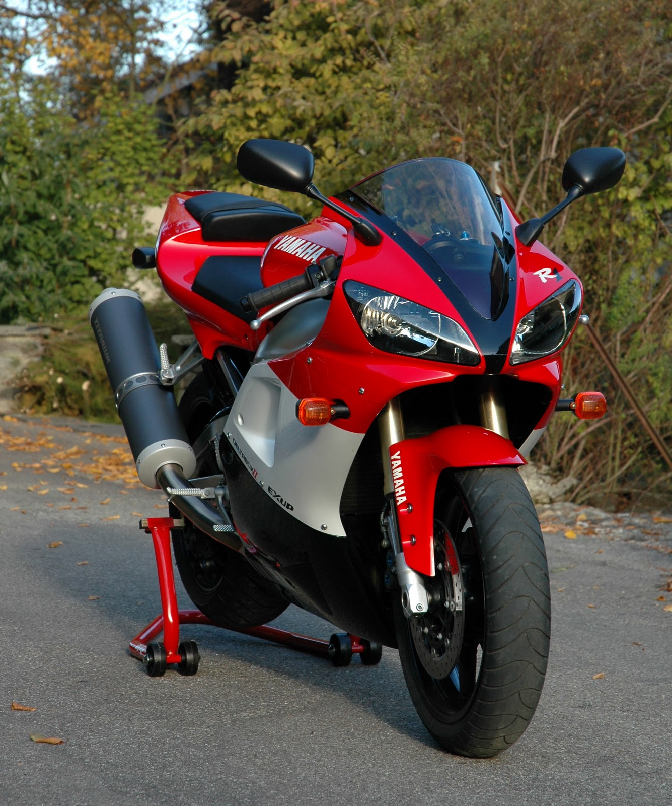 yamahas r1 bikes pictures ~ all bikes zone