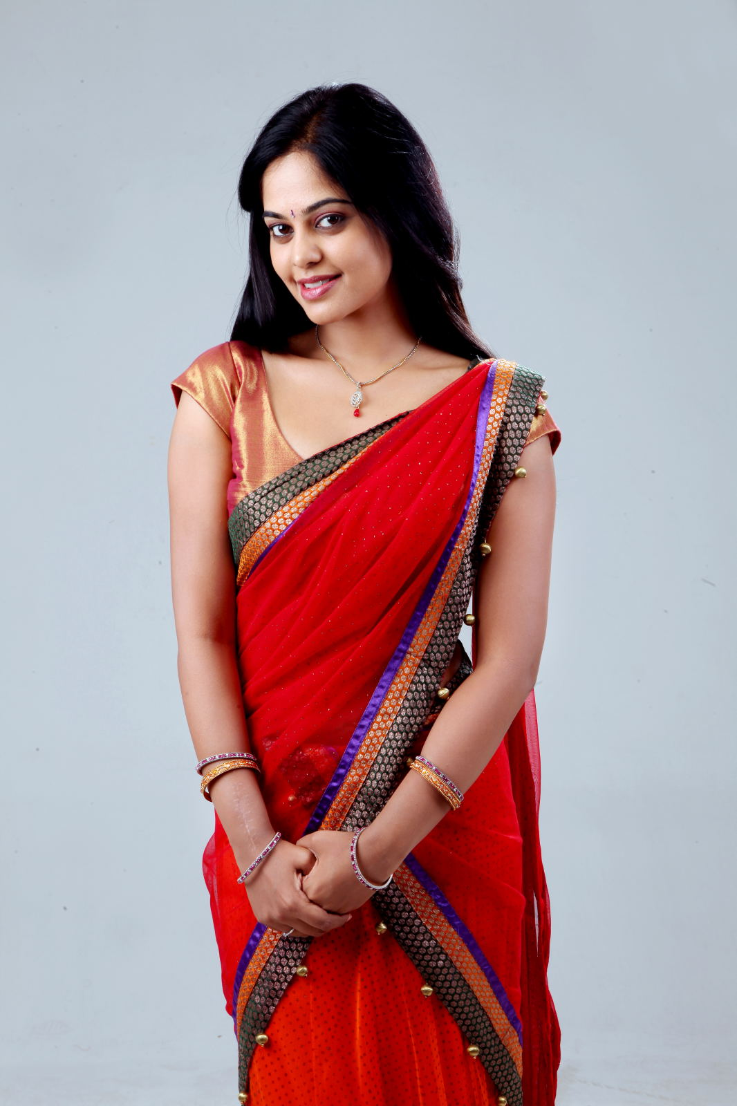 bindu madhavi new photos in saree