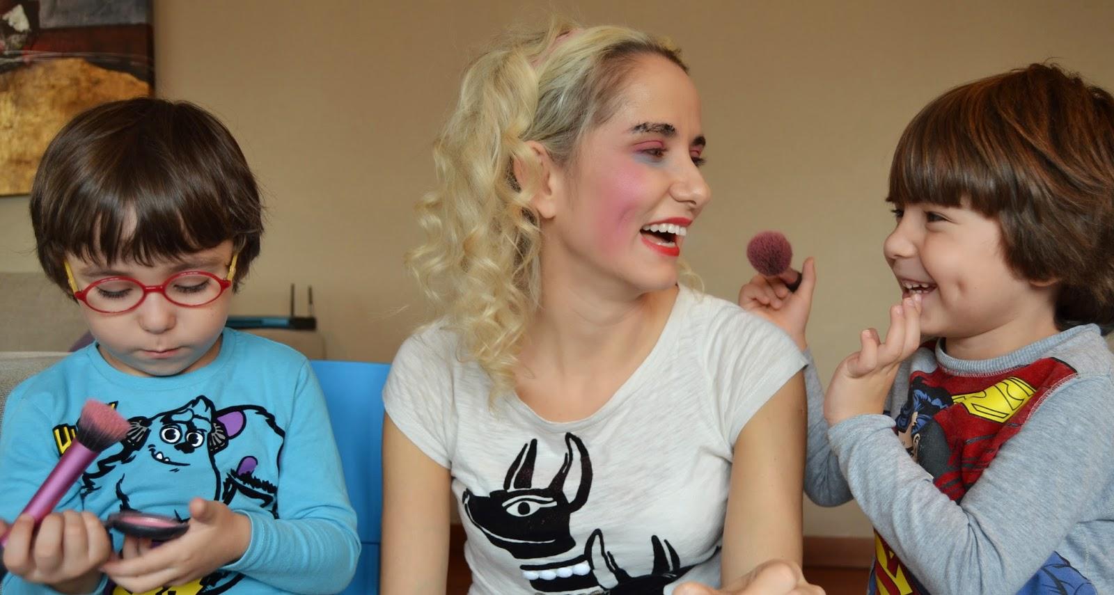 Oğullarım Bana Makyaj Yapıyor - My Sons Does My Make Up - makyaj videoları, makyaj blogları - kozmetik videoları -