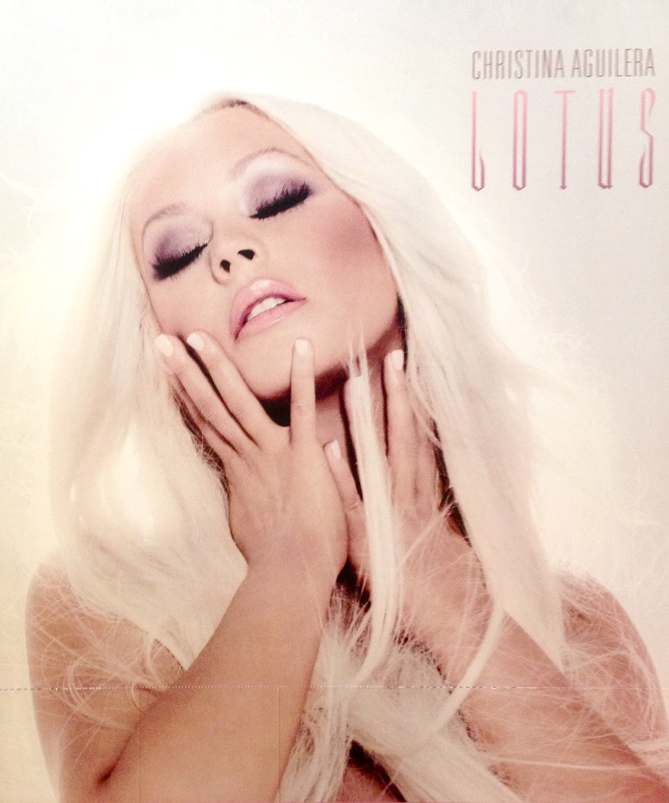 http://4.bp.blogspot.com/-mxPVK6pnOfs/UJBdHO2A8wI/AAAAAAAAUyU/nhFxDL-5AeI/s1600/christina-aguilera-lotus-never-before-seen-promo-photo-2012.jpg