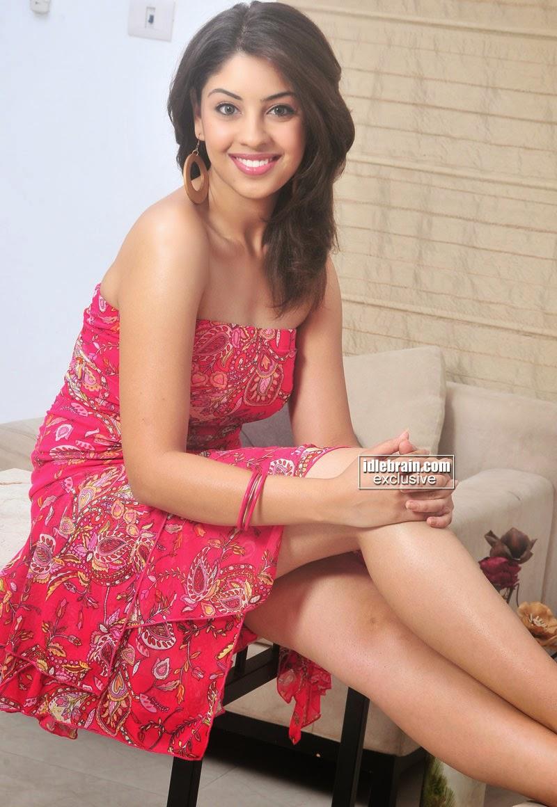 Richa Gangopadhyay legs