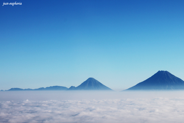 mount merapi and merbabu above the cloud