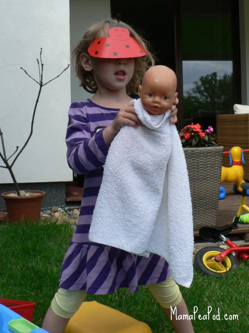 simple water play - bathing dolls - towel dry