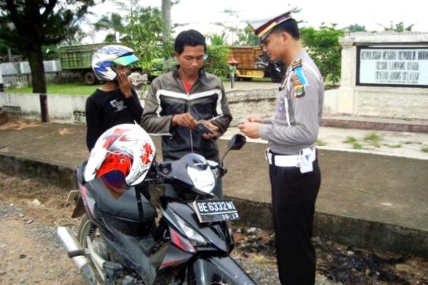 Polisi Lalu-Lintas. Kotabumi Lampung Utara