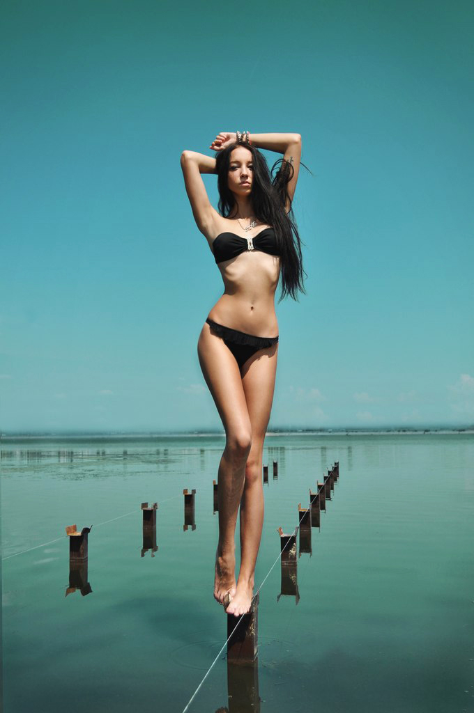 рассказ на пляже я сняла верх купальника