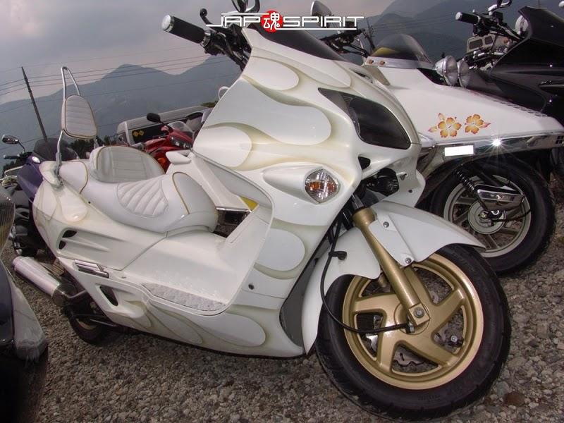 Modifikasi Honda Forza Putih