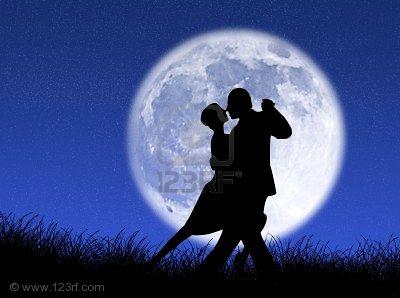 Bailamos :)  - Página 5 2379484-pareja-bailando-un-tango-a-la-luz-de-la-luna