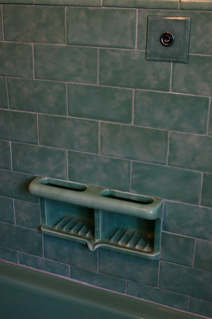 1930s green bathroom
