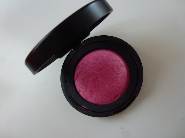 Laura Geller's pigmented baked blush close-up