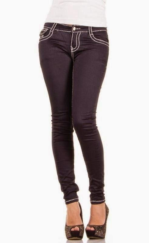 Jeans voor alle dames en alle stijlen. Welke stijl jeans vind jij het mooist? Houd je van een streetstyle look of past een biker look beter bij je? Kies bijvoorbeeld voor een neutrale witte of zwarte skinny jeans en creëer zo een classy outfit. Liever wat gewaagder? Ga dan voor één van onze ripped knee modellen of een biker jeans met gave details.