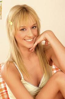 twerking girl - rs-61219_46p-004-748429.jpg