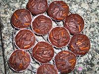 Enfriando los cupcakes en la rejilla