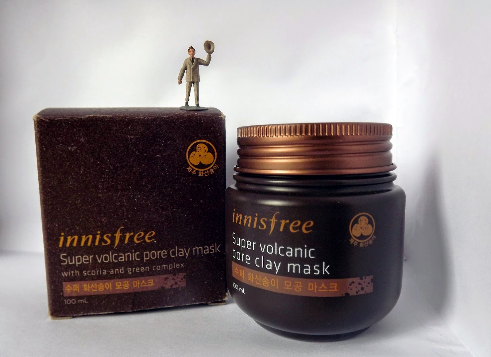 Innisfree super Volcanic caly pore mask