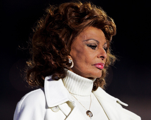 Sophia Loren claims that she is 100% natural. She recently told People ...