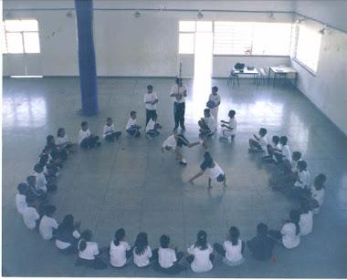 Apresentação dos alunos do projeto capoeirança