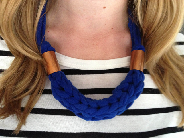 Thanks i made it diy chunky finger knit necklace diy chunky finger knit necklace solutioingenieria Images