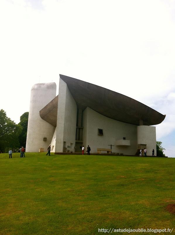 astudejaoublie Ronchamp - Chapelle Notre Dame du Haut  Architecte: Le Corbusier, André Maisonnier (architecte assistant)  Construction: 1950 à 1955