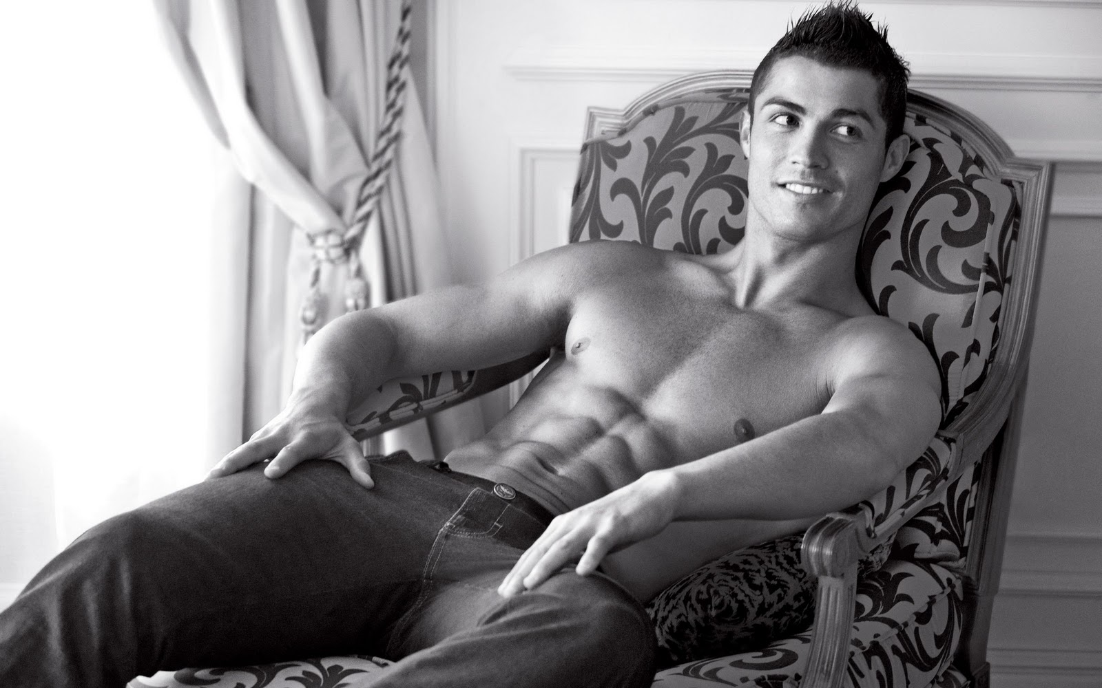 http://4.bp.blogspot.com/-mzVE8a0Ao4c/T35v1eh1dpI/AAAAAAAAA_w/ulJ0lMUBS18/s1600/Sexy-man-football-player-cristiano-ronaldo-wallpapers-cristiano-ronaldo-wallpaper-hd-31.jpg