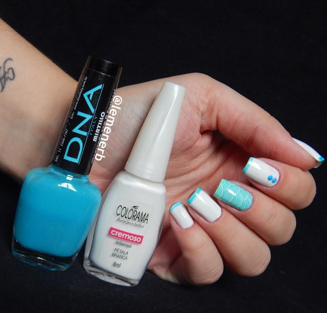 esmalte azul e branco