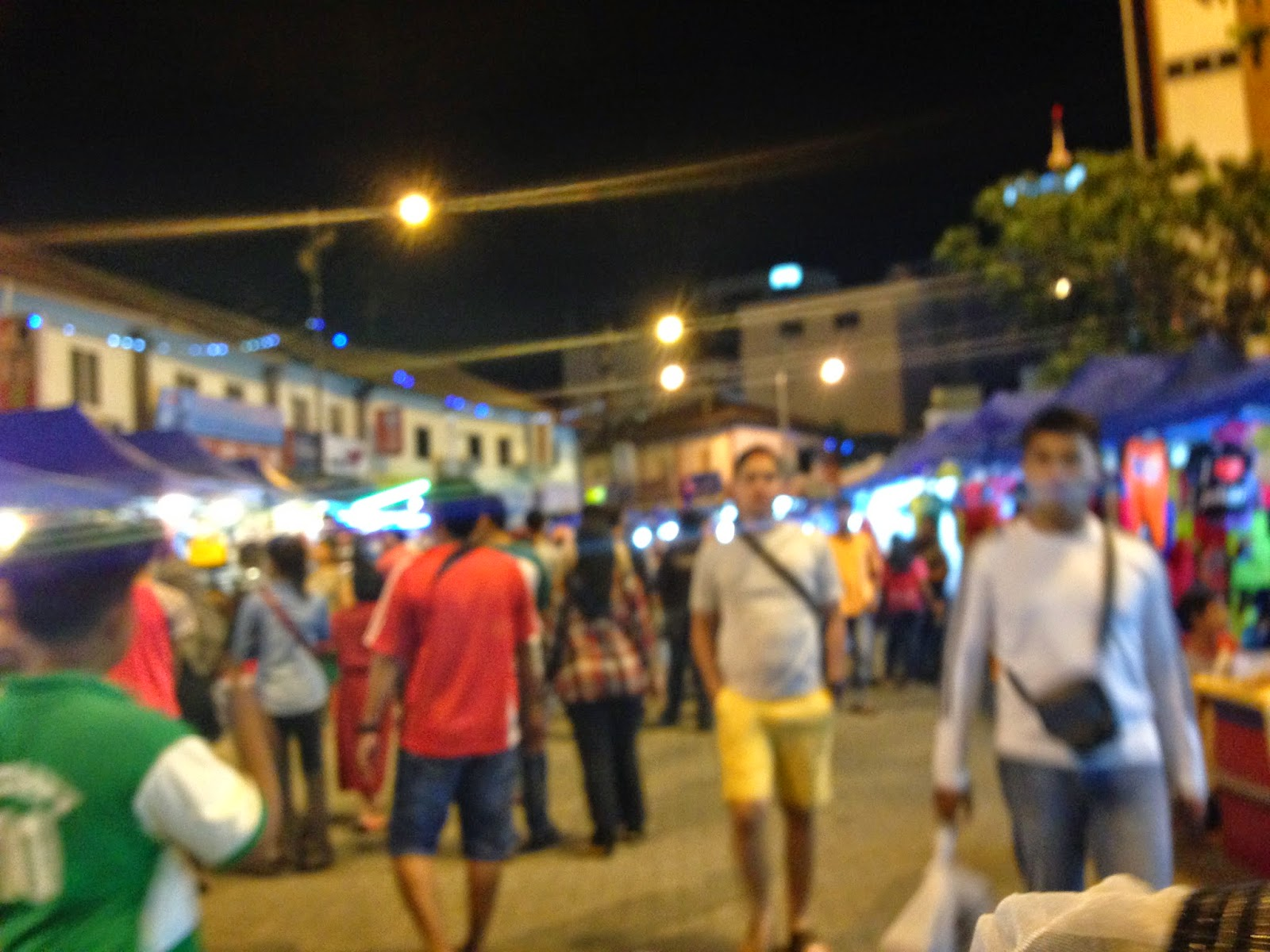 Bazar Karat crowd