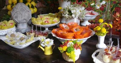 Casamento junino, casamento julino, bandeirinhas, noiva, noivo, decoração, bolo, mesa de doces