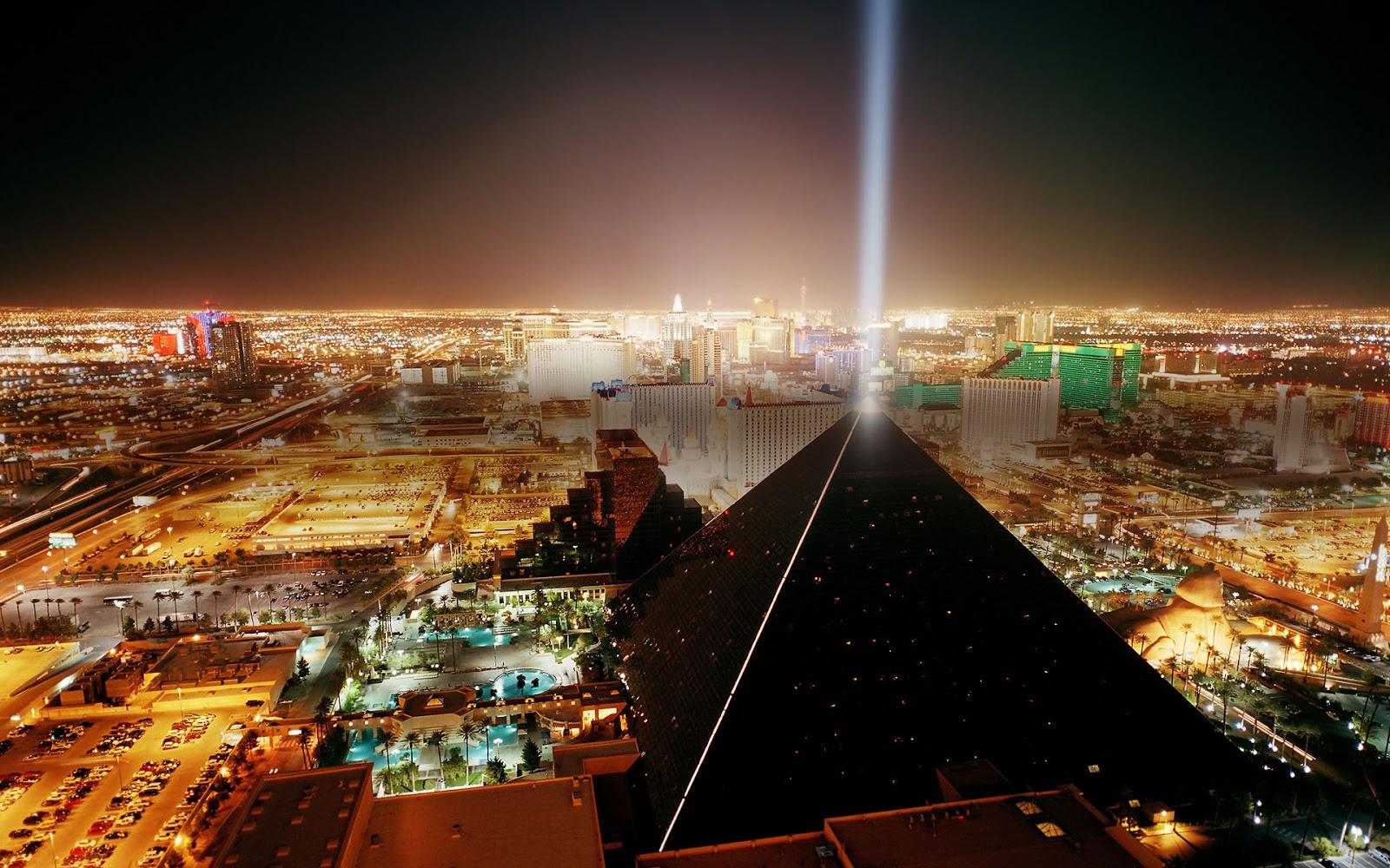 Las Vegas (NV) United States  city photos gallery : La pirámide está coronada por el rayo láser más potente de ...