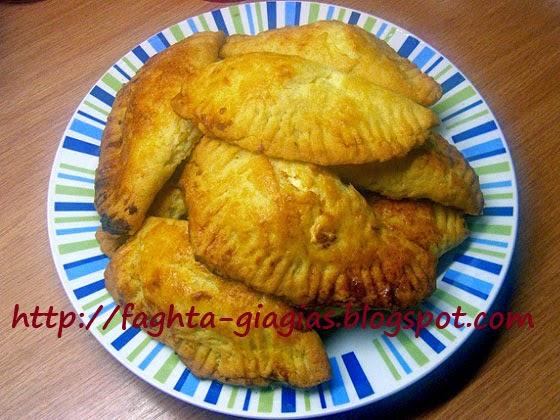 Αφράτα τυροπιτάκια γεμιστά με κρέμα φέτας - Τα φαγητά της γιαγιάς