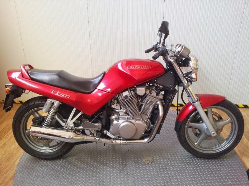 Suzuki VX800 Merah