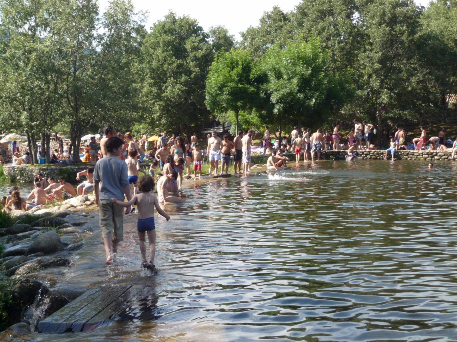 Paralelos y meridianos cascadas del purgatorio y piscinas for Piscinas naturales madrid gratis