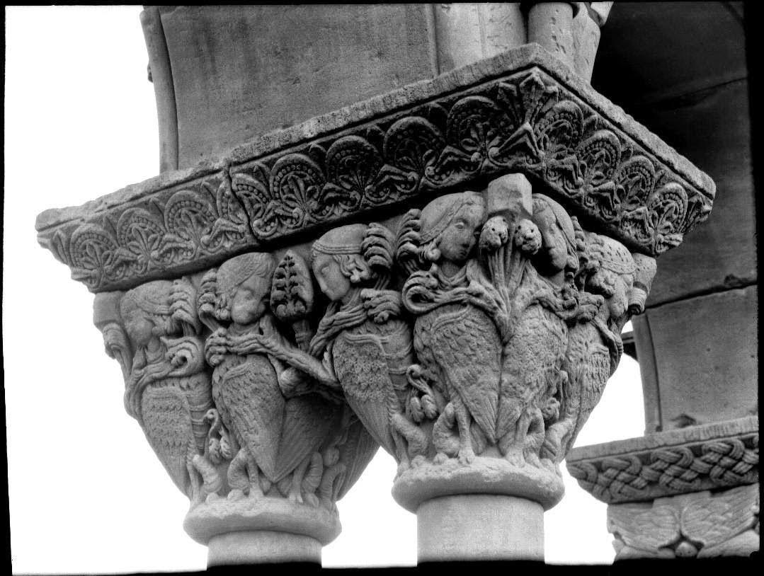 Capitel románico arpias