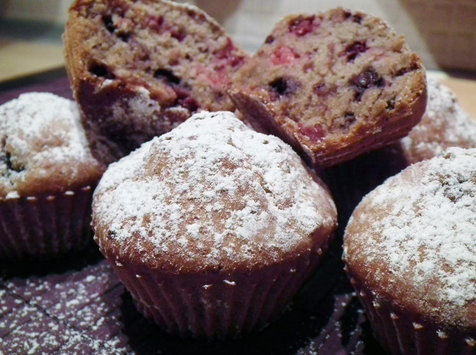 muffin ai frutti di bosco ( senza uova e senza burro, ma pieni di bonta' ! )