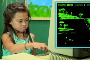 [+Video] Niños se asustan con computadoras viejas