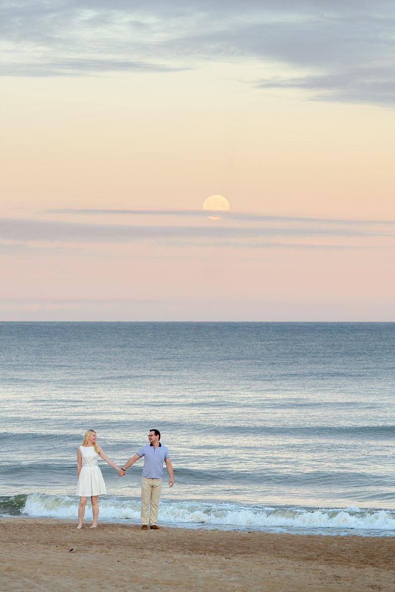Priešvestuvinė fotosesija prie jūros anksti ryte