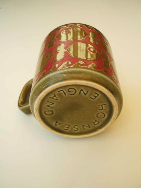 Hornsea Pottery school of fish ceramic mug base