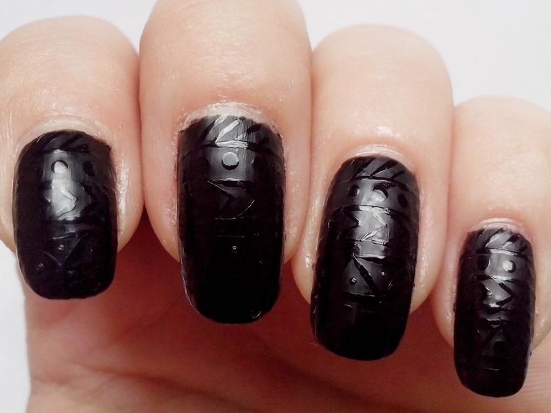 31DC2014 Day 16: TRIBAL PRINT - Matte Black Tribal Nails