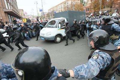 Фото Укринформ: автозак с Юлией Тимошенко
