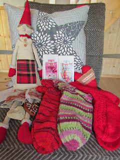 http://varjoistavaloon.blogspot.fi/2013/11/jouluinen-arvonta-ja-marraskuun-kuvia.html?showComment=1385215192256#c8334747296621379636