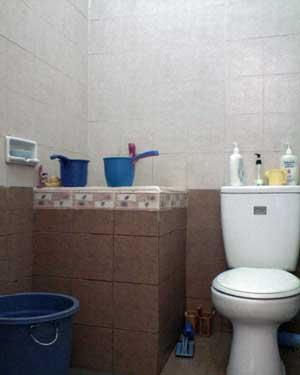 gambar contoh desain kamar mandi minimalis kecil