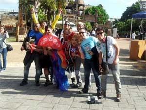Grupo posa para foto (Foto: Bruna Stuppiello)