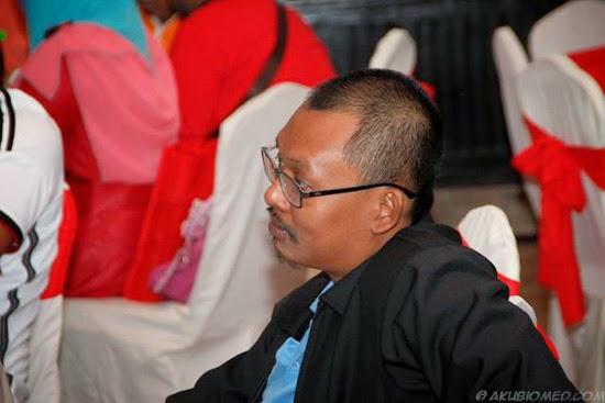Beliau merupakan seorang blogger pakar seo blogspot malaysia yang terunggul. Pengetahuan, pengalaman dan kejayaan beliau diarena blogging tidak dapat disangkal lagi. Seorang blogger sepenuh masa yang berkongsikan perihal dunia blogging, tips, panduan blogging, informasi berfakta di Malaysia serta kehidupan beliau. Keikhlasan beliau memberi ilmu dan maklumat secara percuma umpama seorang guru, mengajar blogger menjadi seorang blogger yang berilmu agar dapat memahami teknik blogging, penulisan dan seterusnya bersaing untuk meningkatkan kualiti dan kejayaan sesebuah blog. KEhadiran beliau amat-amat berharga dan amat dihormati. Terima kasih sifu blogspot... anda sememangnya layak bergelar pakar seo blogspot Malaysia!
