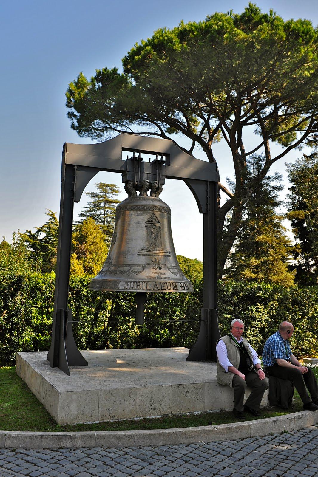 El ojo que todo lo v en los jardines vaticanos for Jardines vaticanos
