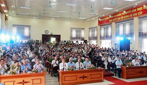 Các đại biểu tham dự Lễ đón nhận danh hiệu Anh hùng LLVTND cho Đại tá Tô Quyền và Đại tá Đào Văn Vinh.