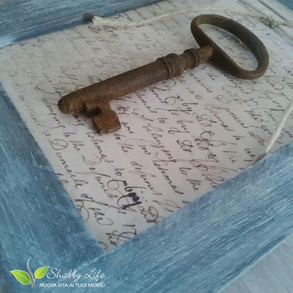 quadretto shabby chic con vecchia chiave