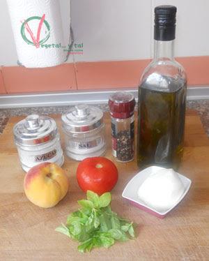 Ingredientes para la Ensalada caprese con melocotón.
